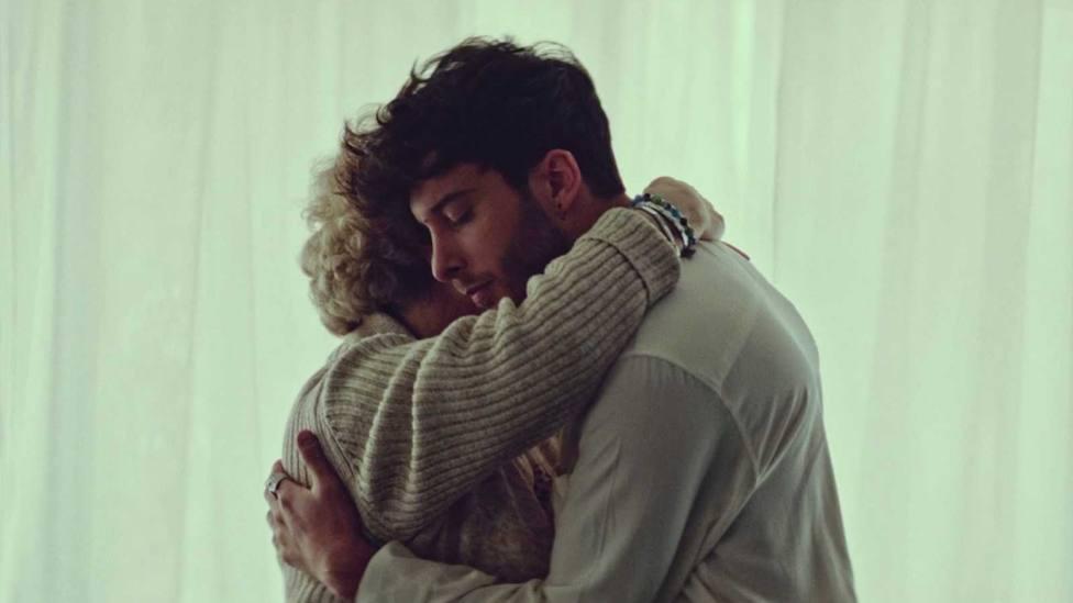 Blas Cantó se emociona recordando a su abuela, fallecida por covid, en el videoclip de Voy a quedarme
