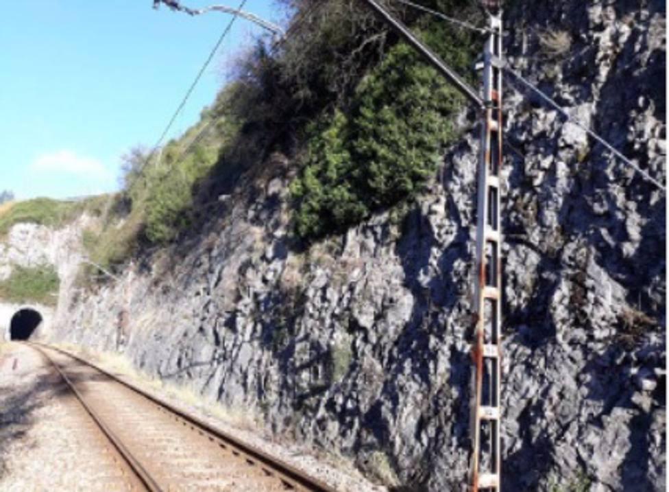 Adif adjudica la estabilización y tratamiento de una trinchera en la línea Soto de Rey-El Entrego