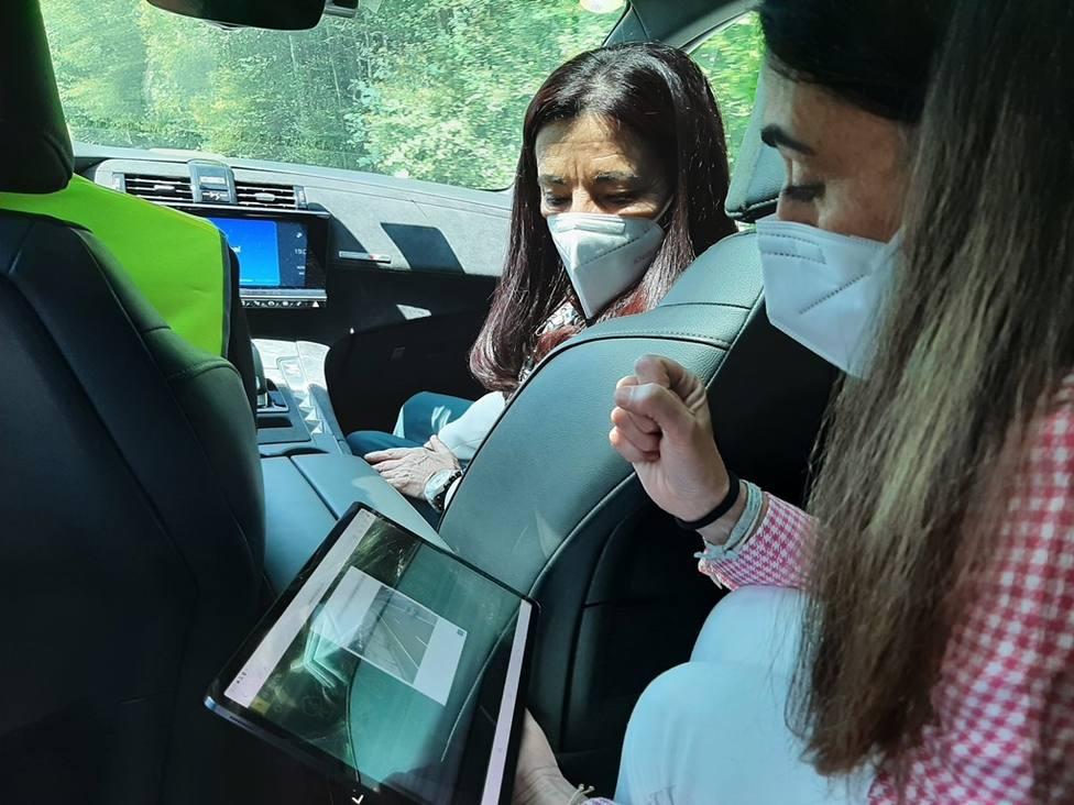 Isabel Rodríguez probando la nueva tecnología