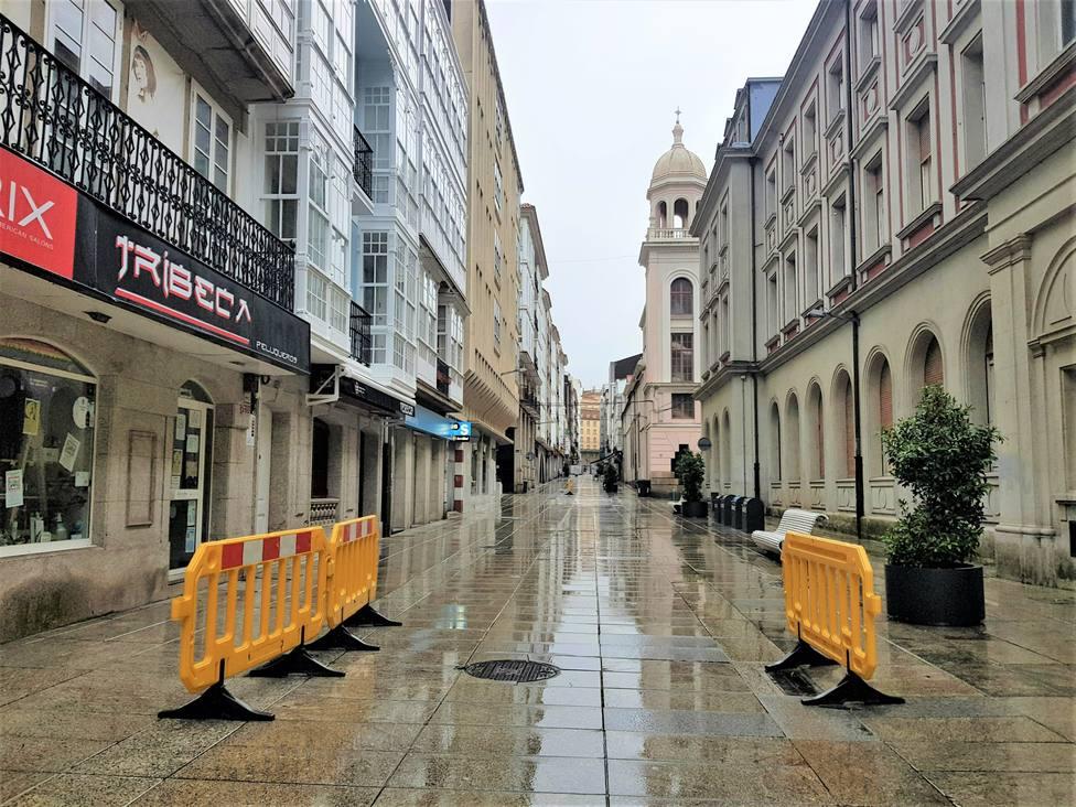Vallas colocadas en la calle María de Ferrol - FOTO: PP de Ferrol