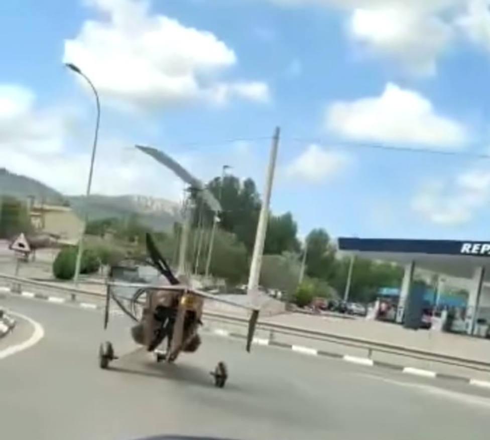 La Guardia Civil denuncia al piloto de un autogiro que circulaba por una carretera de Castalla