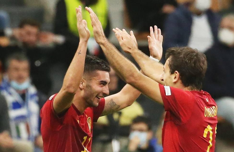 Ferran Torres celebra uno de sus goles (EFE)