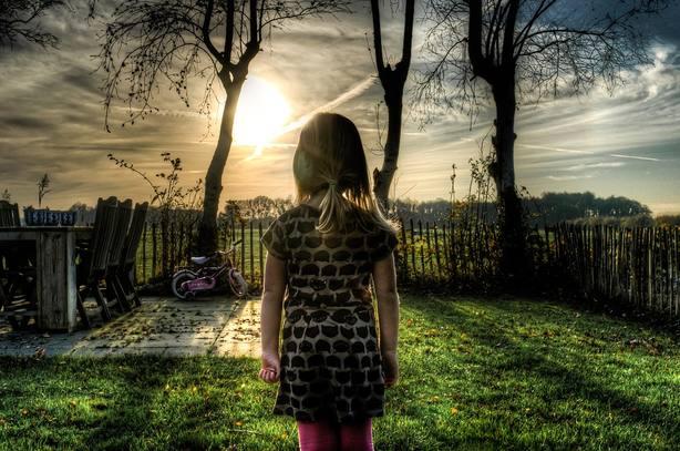 Una niña en imagen de archivo
