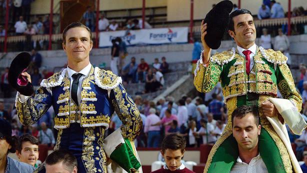 Juan Bautista y Emilio de Justo en su salida a hombros este miércoles en Valladolid