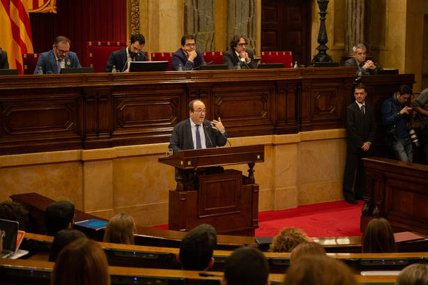 Torra e Iceta protagonizan un rifirrafe en el Parlament por las pagas de los funcionarios