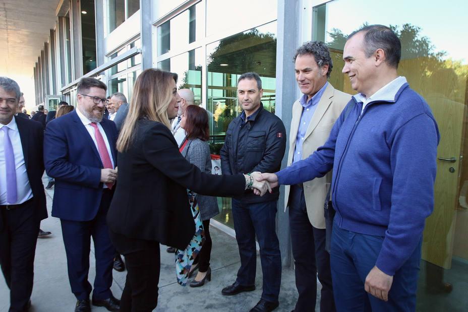 Cemex dice que el cierre de la fábrica de Almería es irreversible, según UGT y CCOO