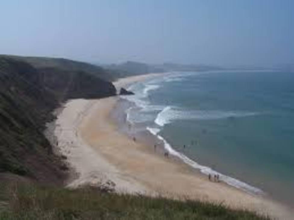 Muere un hombre de 73 años cuando se bañaba en la playa de Gerra