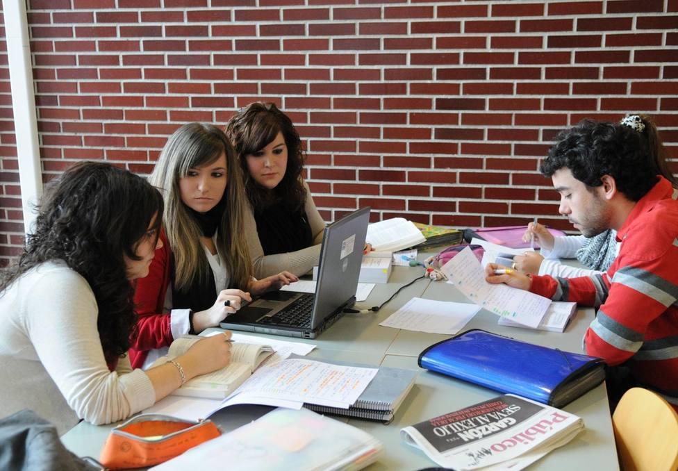 Los jóvenes prefieren estudiar a trabajar a pesar de la recuperación, según el Banco de España