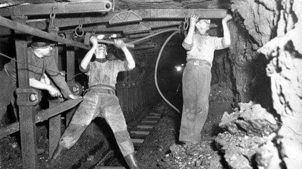 Los jornaleros reivindican la minería el día de su patrona en Twitter: Por los que están y los que murieron