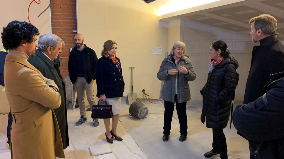 La familia Briones visitando las obras en la Sala José María de Cossío de Las Ventas