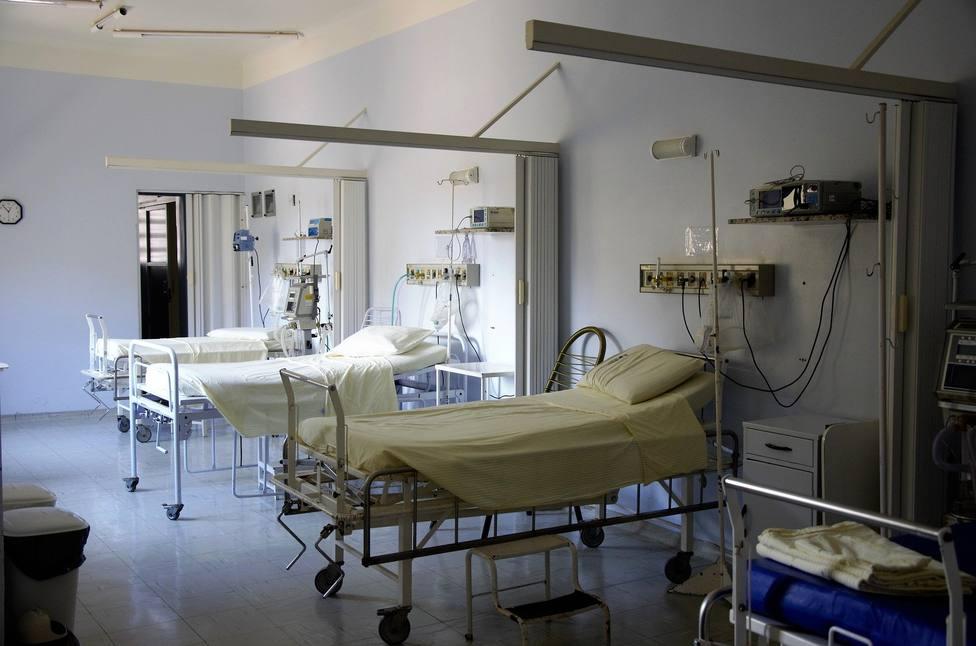 Ingresado por COVID muere porque su familia le desenchufa el respirador para conectar un ventilador