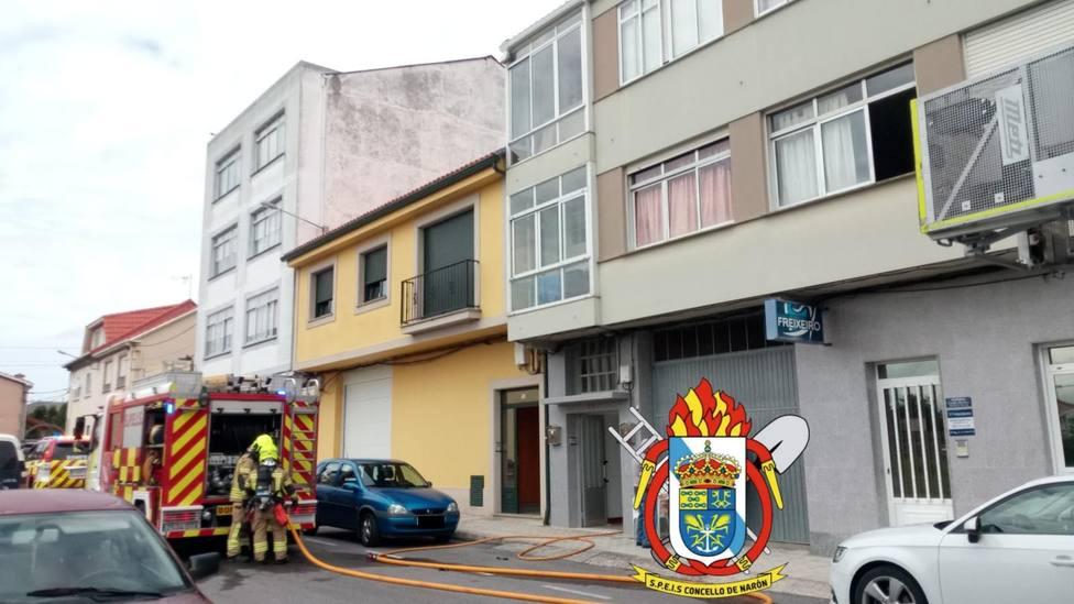 Los Bomberos de Narón desplegados en la zona del incidente - FOTO: SPEIS Narón