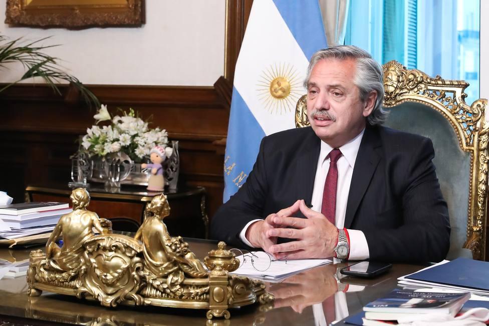 Fernández espera poder vacunar de COVID-19 a unos cinco millones de argentinos al mes