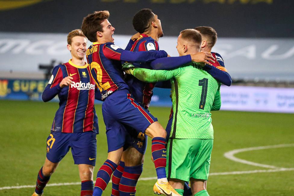 Los jugadores del Barcelona celebran el pase a la final de la Supercopa de España (Foto: RFEF)