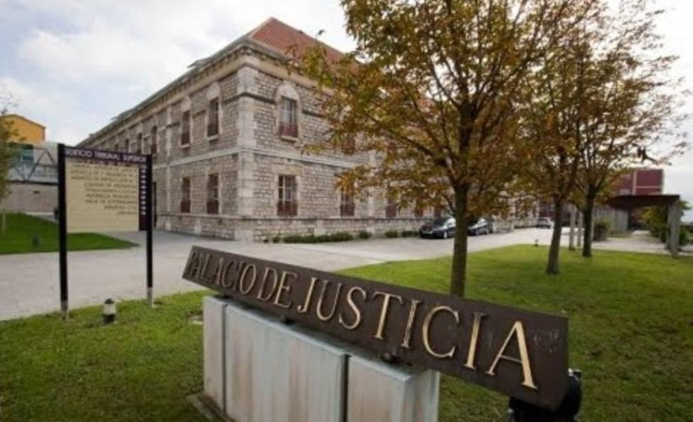 Condenado a cinco años de prisión a un hombre por besos y tocamientos a su sobrina menor