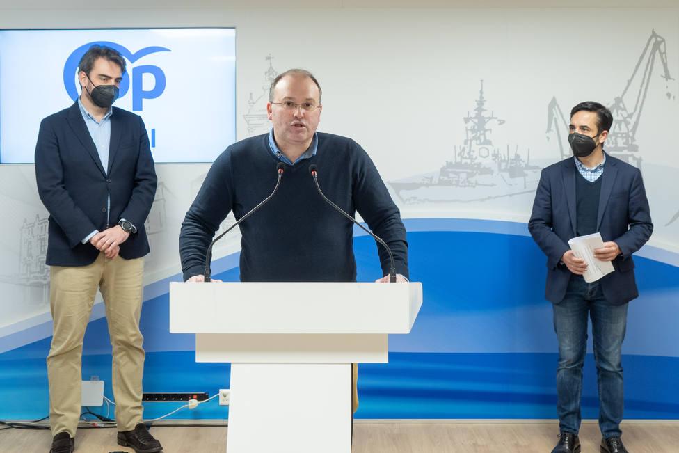 Miguel Tellado comparece ante Diego Calvo y José Manuel Rey Varela - FOTO: PPdG