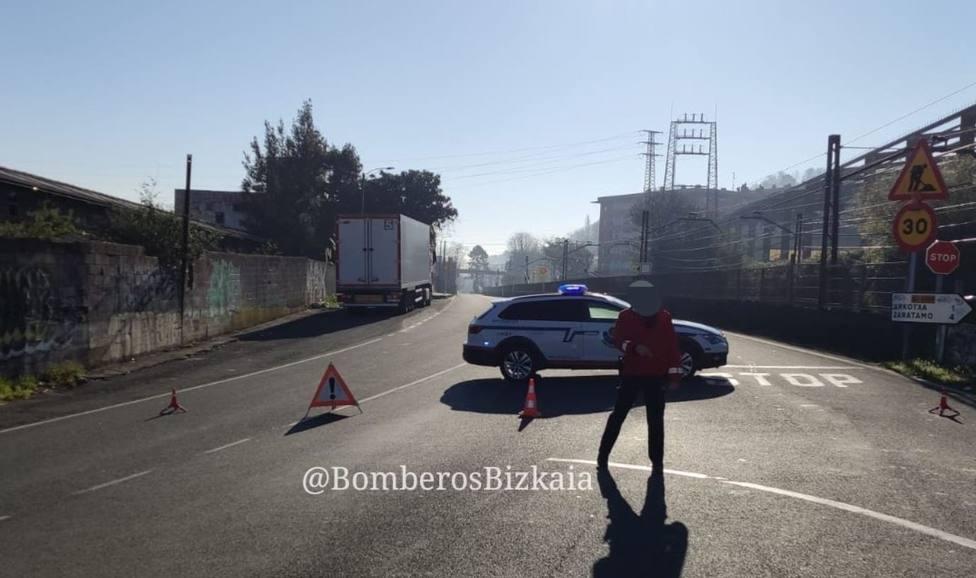 Carretera cortada en Galdakao (Bizkaia) por presencia de un obús