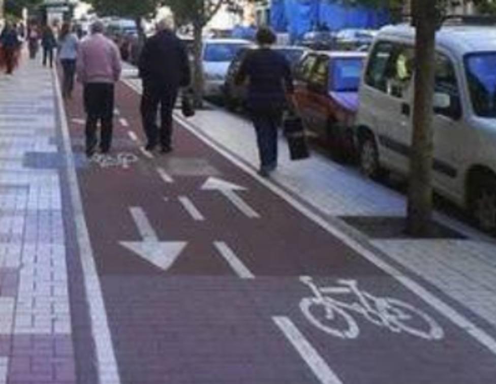La polémica fotografía de la Guardia Civil que provoca la reacción de los peatones: ¿Dónde está la acera?