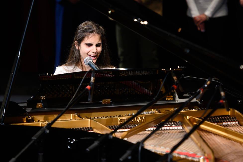 Los Reyes felicitan a Laura Diepstraten por su triunfo en el International Low Vision Song Contest