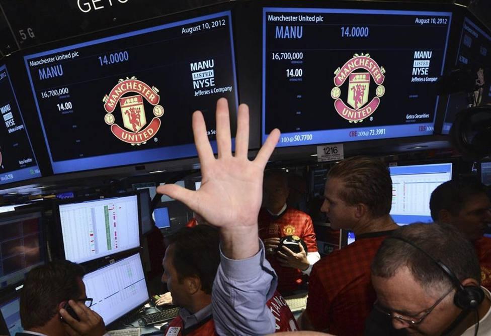 Las pantallas muestran el precio de salida del Manchester United en la Bolsa de Nueva York en 2012