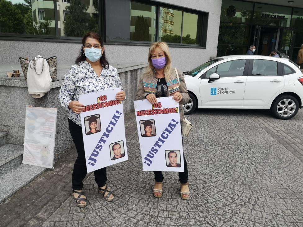 Isabel López y Evangelina Sánchez ante los Juzgados de Lugo