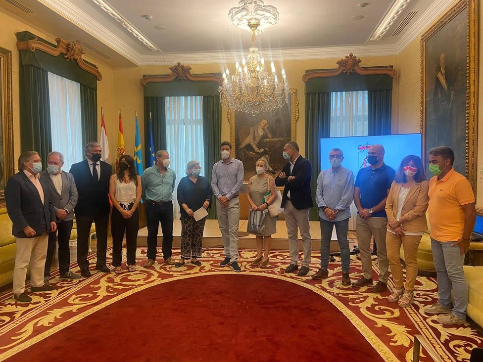 Los diferentes portavoces de la Corporación Municipal arroparon al medallista olímpico en el Ayuntamiento
