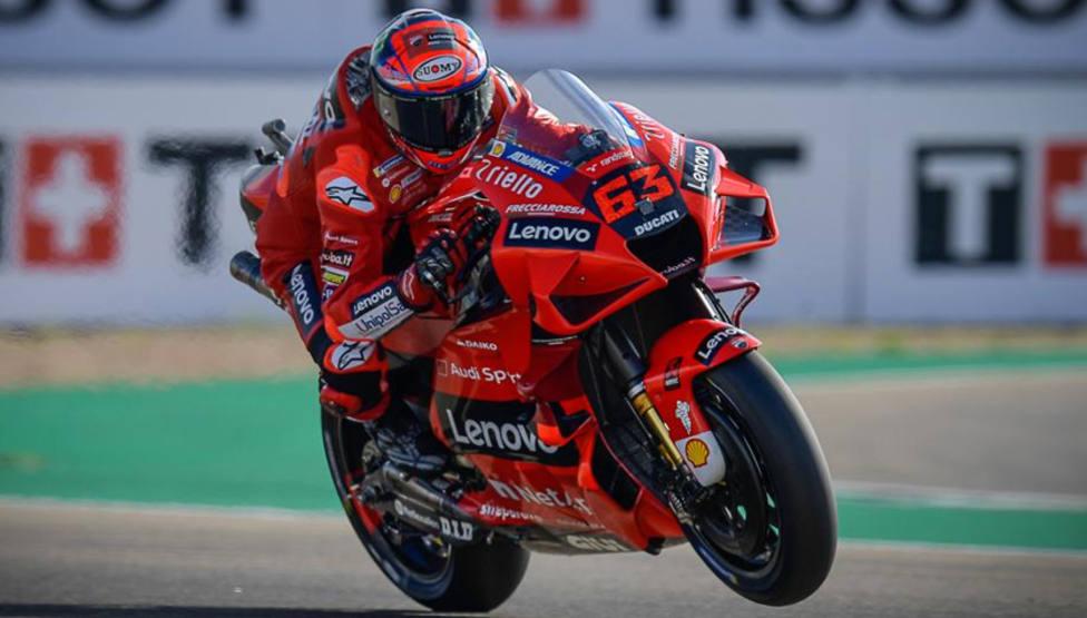 Bagnaia resiste el asedio de Márquez y se estrena en MotoGP en el Gran Premio de Aragón