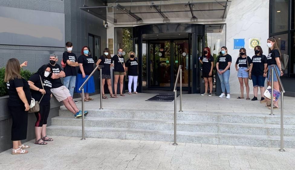 Trabajadores de Feafes Cáceres exigen una solución a su situación tras once meses sin cobrar