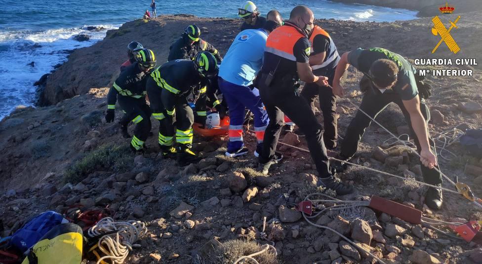 Auxilian a una persona herida mientras hacía senderismo en Cabo de Gata