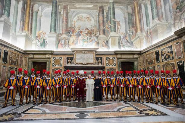 La Guardia Suiza con el Papa Francisco. EFE