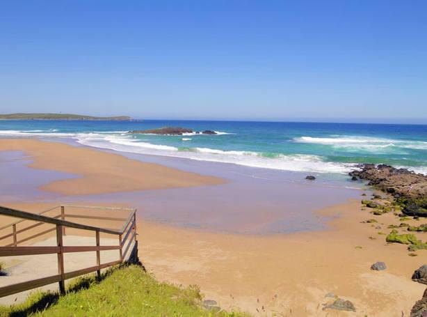 En la playa de A Frouxeira, en Valdoviño, no ondeará este verano la bandera azul