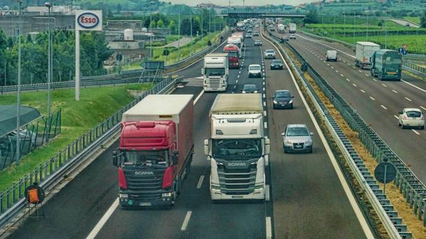 Camiones en la carretera