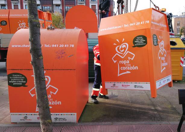Fundación Cáritas Chavicar ha cambiado esta semana los contenedores de Ropa con Corazón, en Logroño