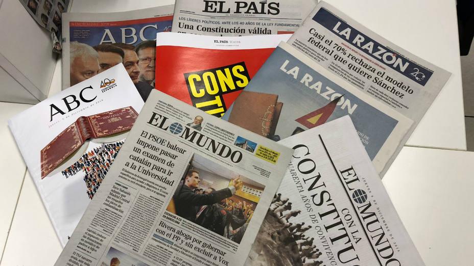 Suplementos especiales de los periódicos con motivo del 40 aniversariod e la Constitución
