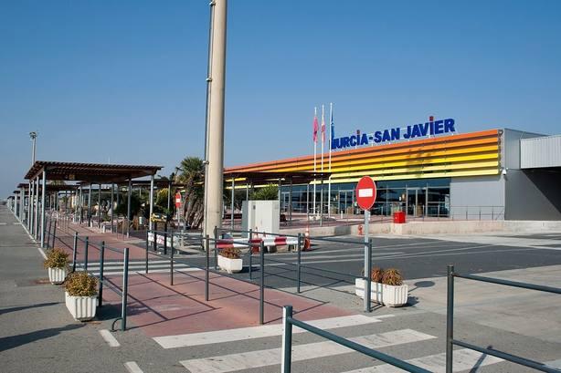 El aeropuerto de San Javier acoge hoy su último vuelo comercial
