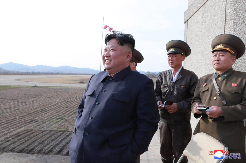 Líder norcoreano supervisa ejercicio militar