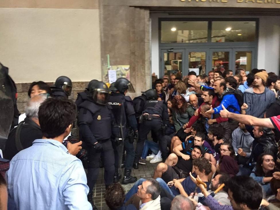 Un juez que investiga las cargas del 1-O ve quebranto de la imagen internacional de Barcelona