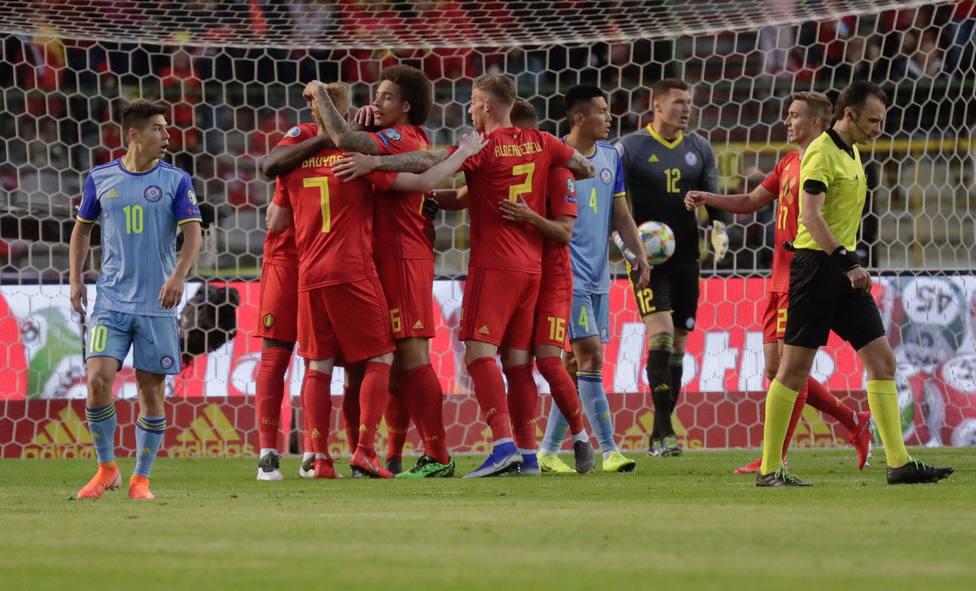 Bélgica celebra uno de los goles ante Escocia (EFE)