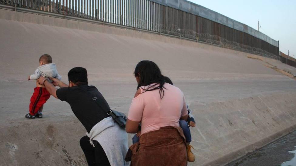 """Trump considera """"seriamente"""" acabar con derecho a ciudadanía por nacimiento"""