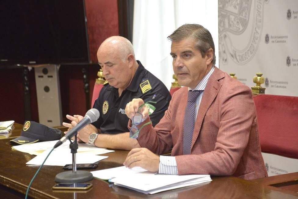 Cesar Díaz y jefe de la policía local