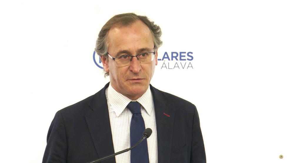 Alonso considera una cosa sorprendente la proximidad al PP de Rosa Díez, una personalidad muy versátil