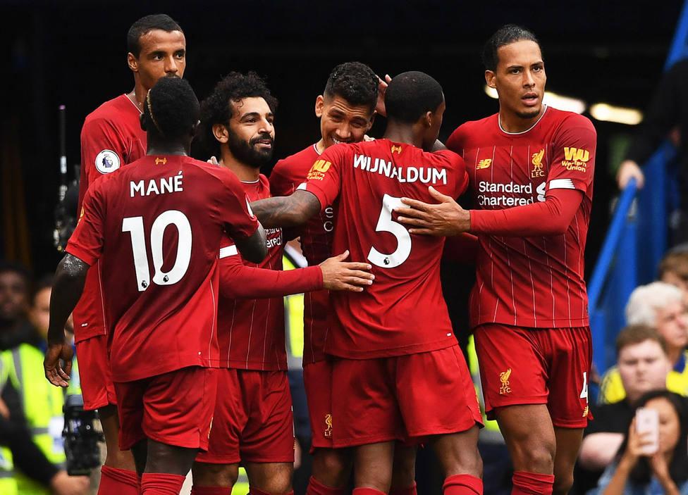 El Liverpool eclebra uno de los goles al Chelsea (EFE)