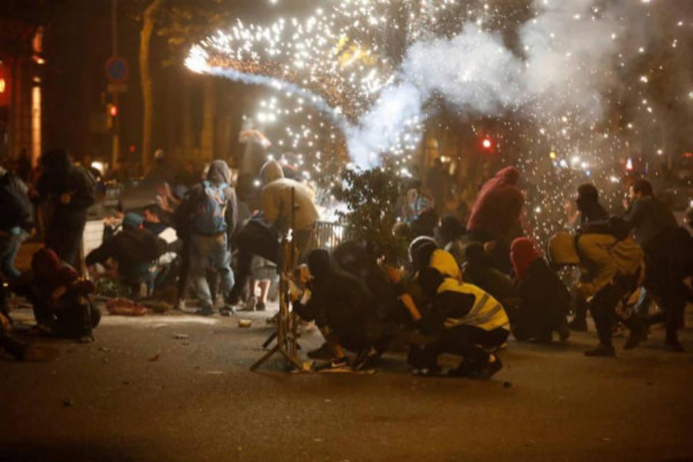 La violencia entre independentistas y extremistas de ultraderecha siembra el caos en Barcelona, noticia hoy