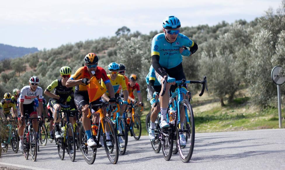 Etapa 2 Vuelta Ciclista Andalucía: Gonzalo Serrano sorprende a todos en Iznájar