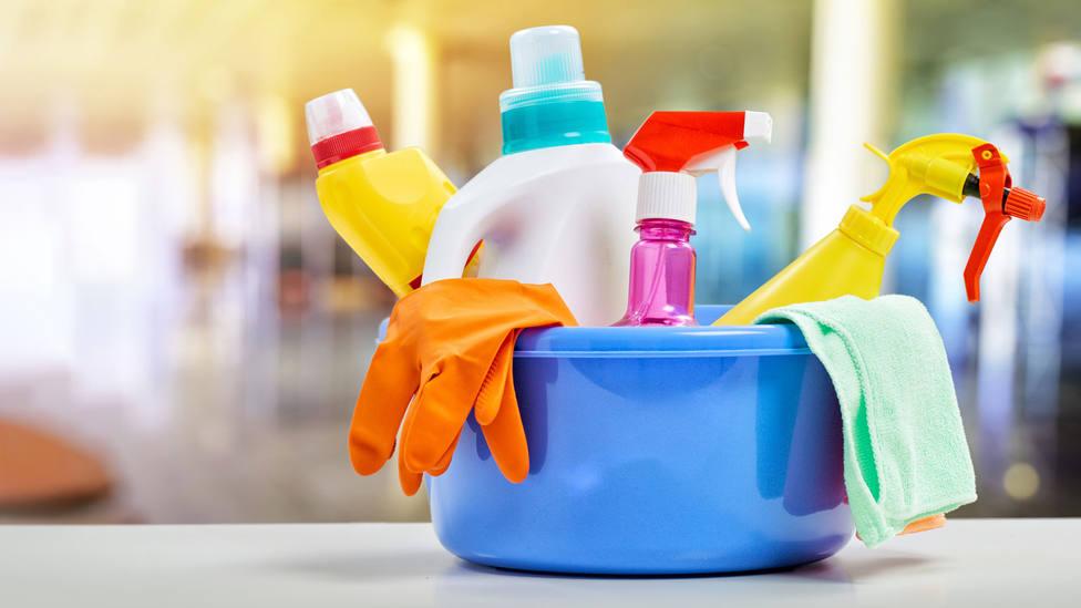 Un sencillo gesto para desinfectar tu calle de coronavirus antes de irte a dormir