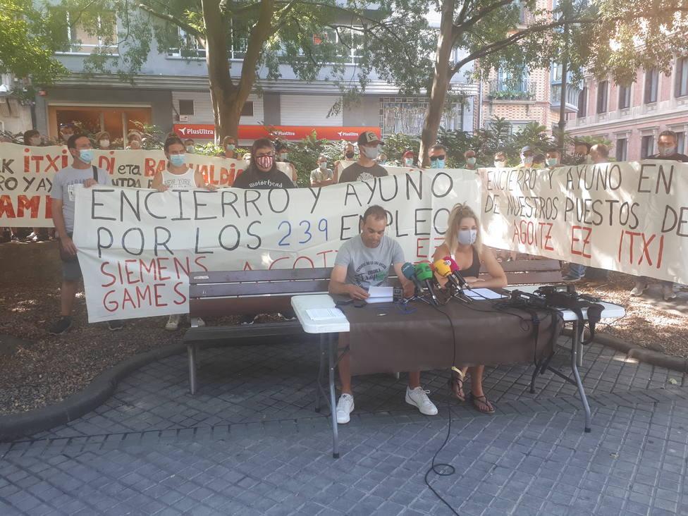 Trabajadores de Siemens Gamesa de Aoiz se encierran en el centro parroquial de San Lorenzo