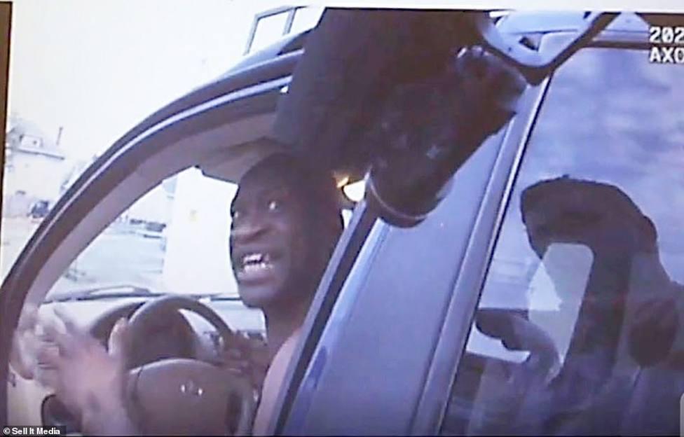 Filtradas las imágenes de las cámaras de los policías durante la muerte de George Floyd