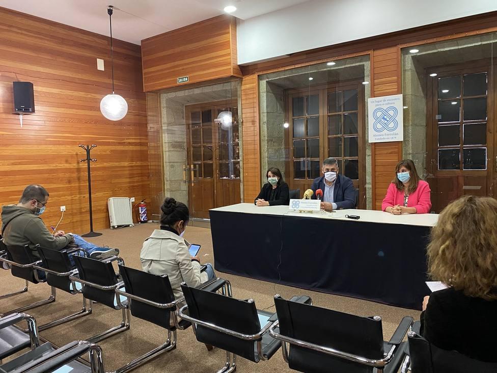 Rueda de prensa del alcalde de Neda, Ángel Alvariño, en el Ateneo Ferrolán
