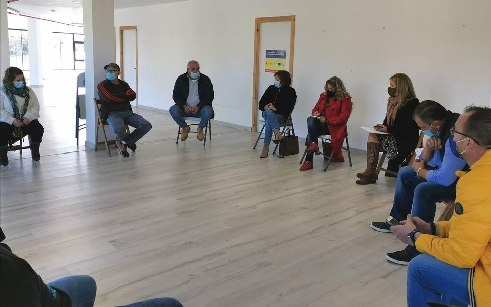 Reunión de integrantes del PSOE con representantes de los trabajadores de las empresas auxiliares de Endesa