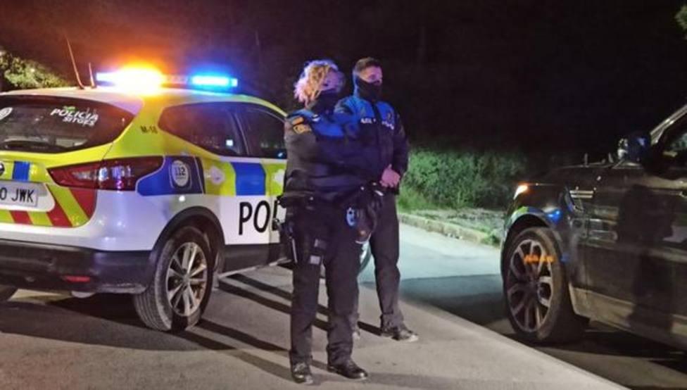 Patrulla de la Policía Local de Sitges, en un control